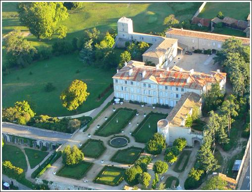 Vue aérienne du Château de Gourdan